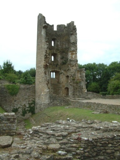 Farleigh_Hungerford_Castle_tower_remains